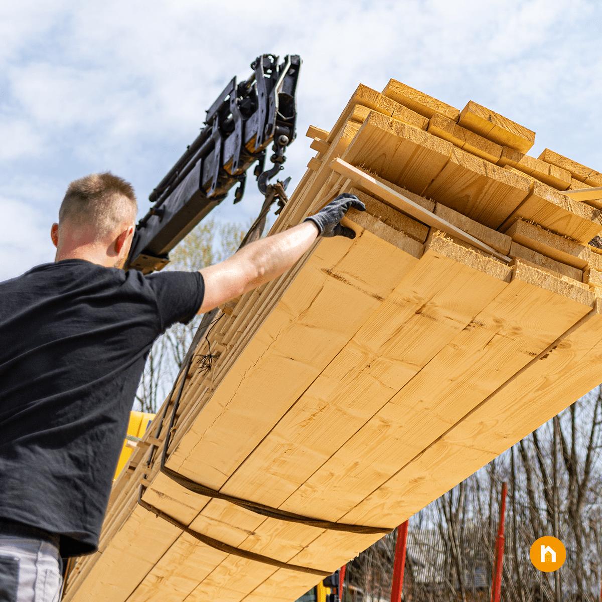 Panik am Holzmarkt: Neubauprojekte werden aufgrund massiv steigender Bauholzpreise teuer